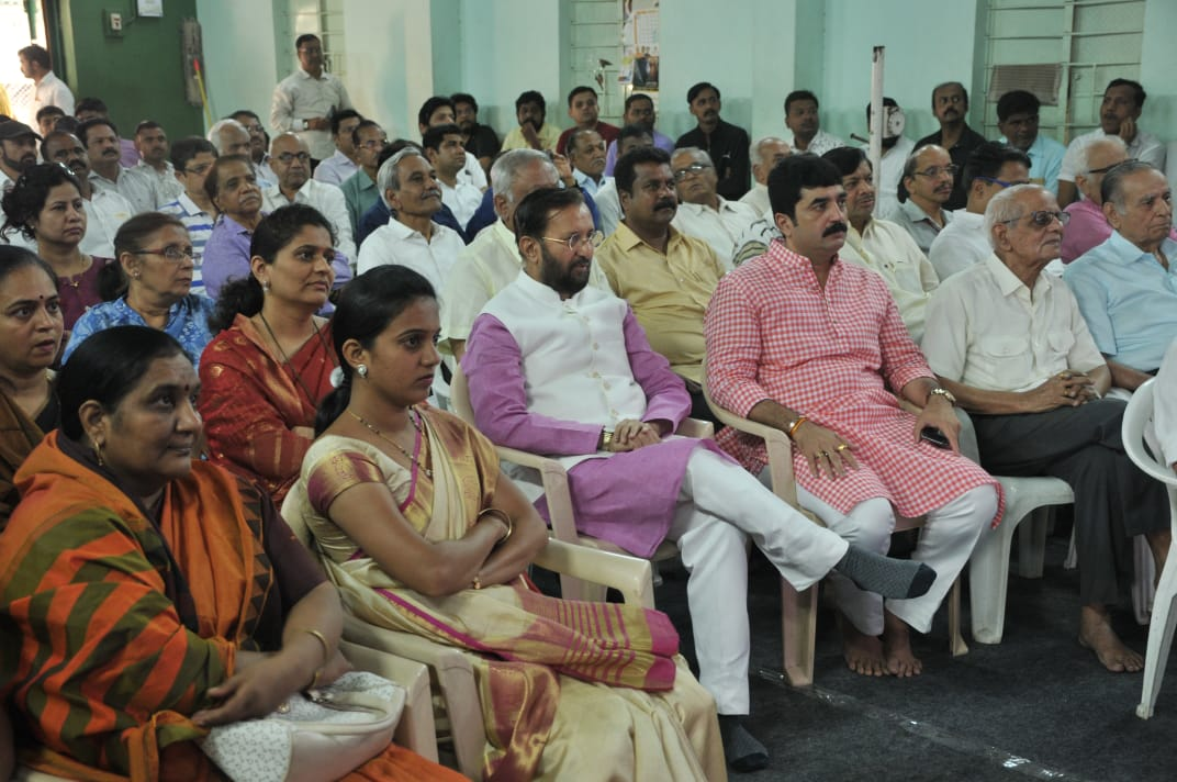 Union Minister Shri Prakash Javadekar joins Punekars in listening to Mann Ki Baat today