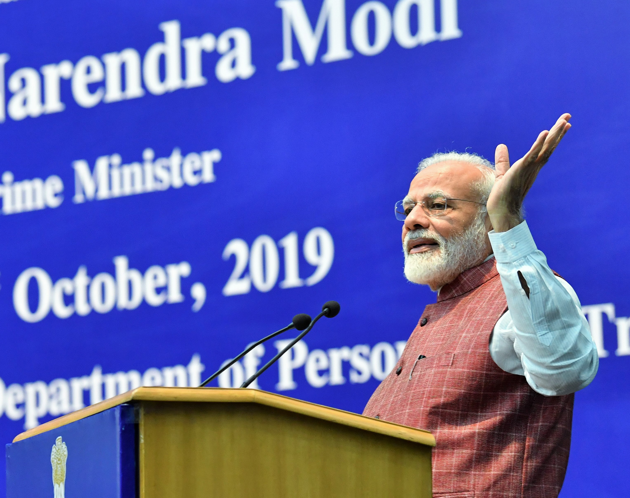 PM chairs the valedictory session of Assistant Secretaries: IAS officers of 2017 batch make presentations to PM