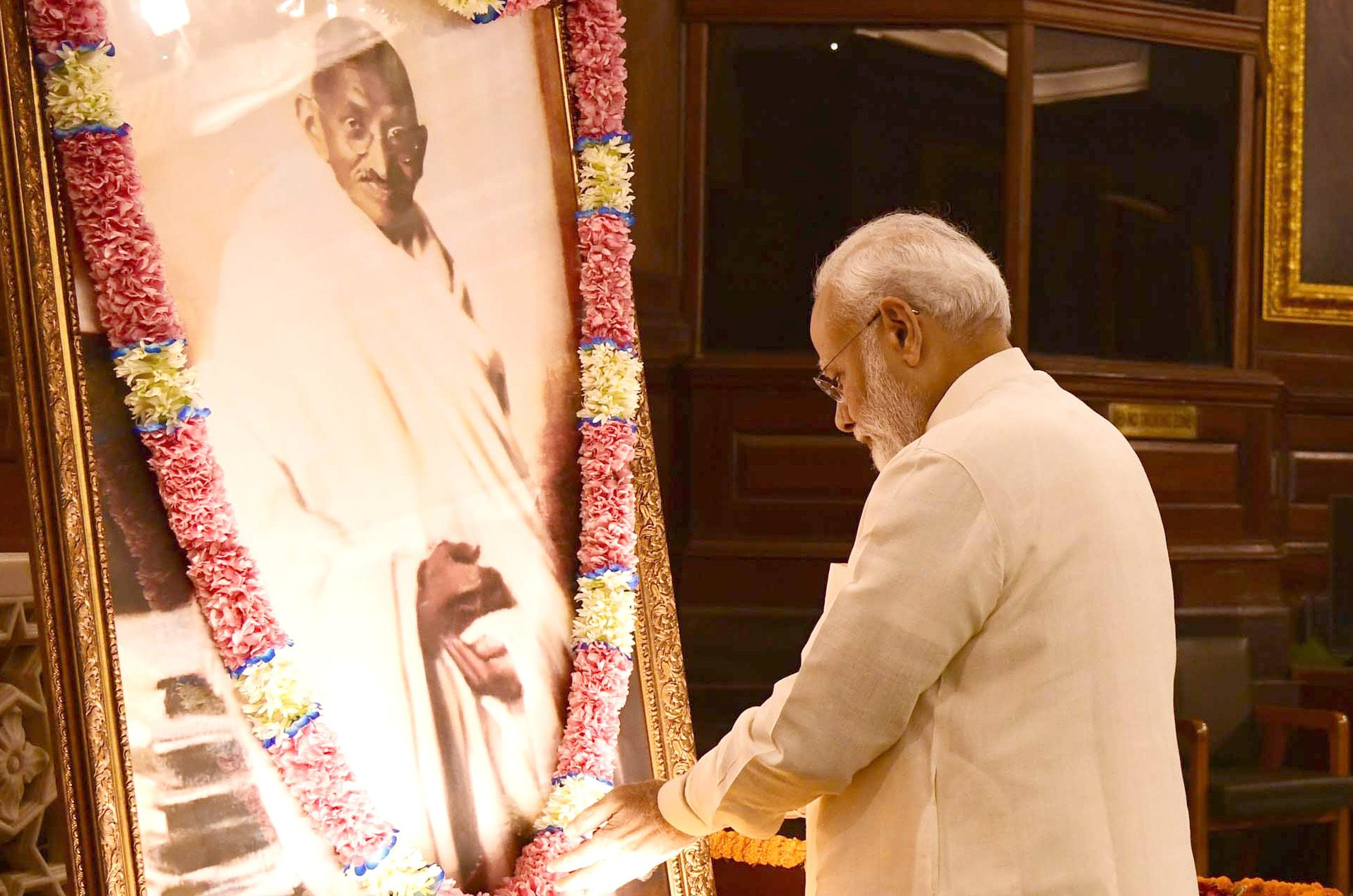 PM pays tributes to Mahatma Gandhi and Lal Bahadur Shastri on their birth anniversary