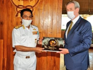 The High Commissioner also visited the Aircraft Carrier Dock at the Western Naval Command
