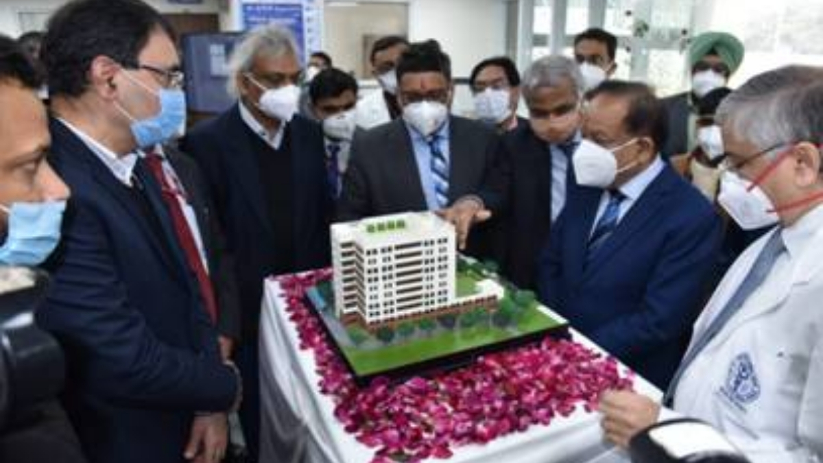 """Dr. Harsh Vardhan dedicates the new Burns and Plastic Surgery Block of AIIMS Delhi to Sushruta,""""The Father of Plastic Surgery"""" -India press release"""