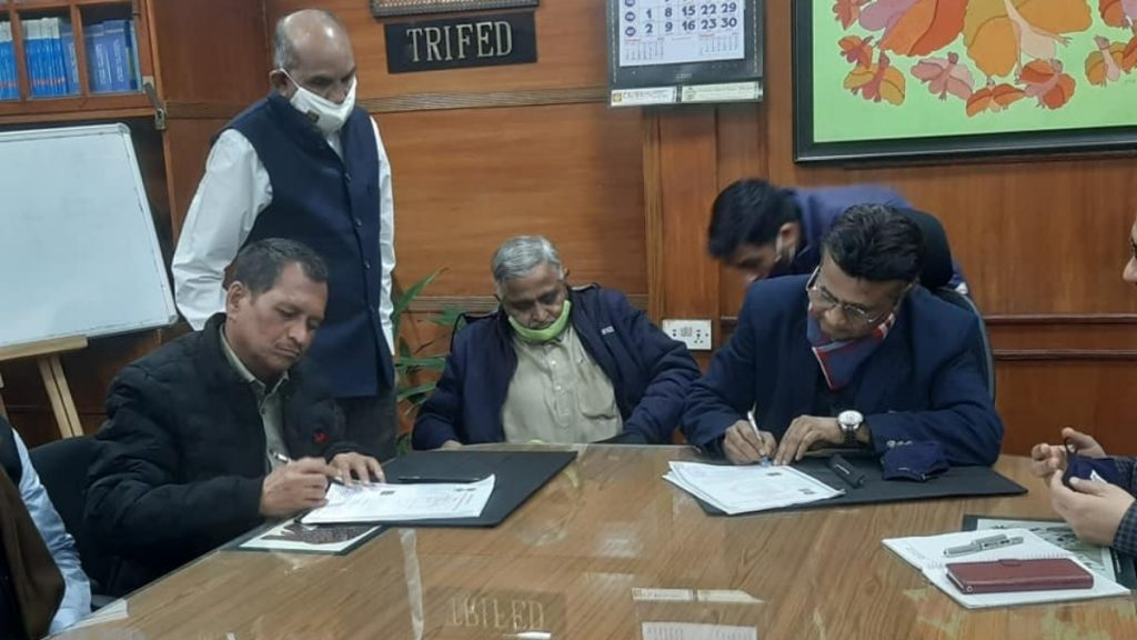 Trifed Signs MoU with Akhil Bhartiya Vanvasi Kalyan Ashram for Setting up of TRIFOOD Parks in Madhya Pradesh -India press release