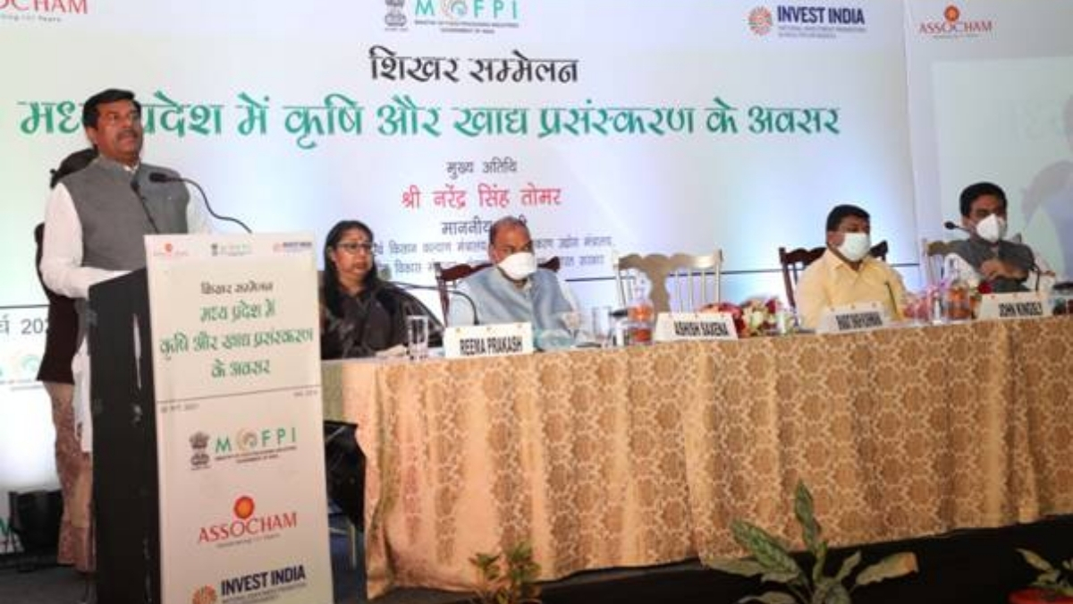 Shri Tomar addresses the summit on 'Agriculture and Food Processing Opportunities in Madhya Pradesh'