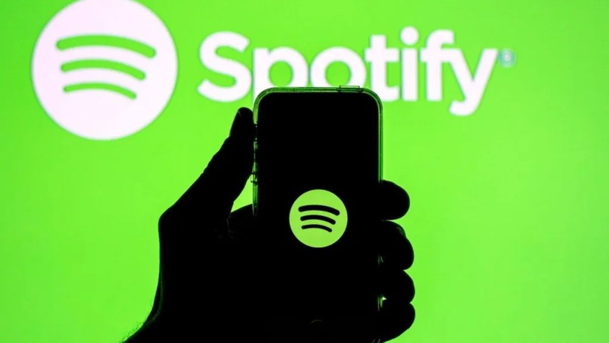 Spotify's new update now allows users to share a specific part of podcasts