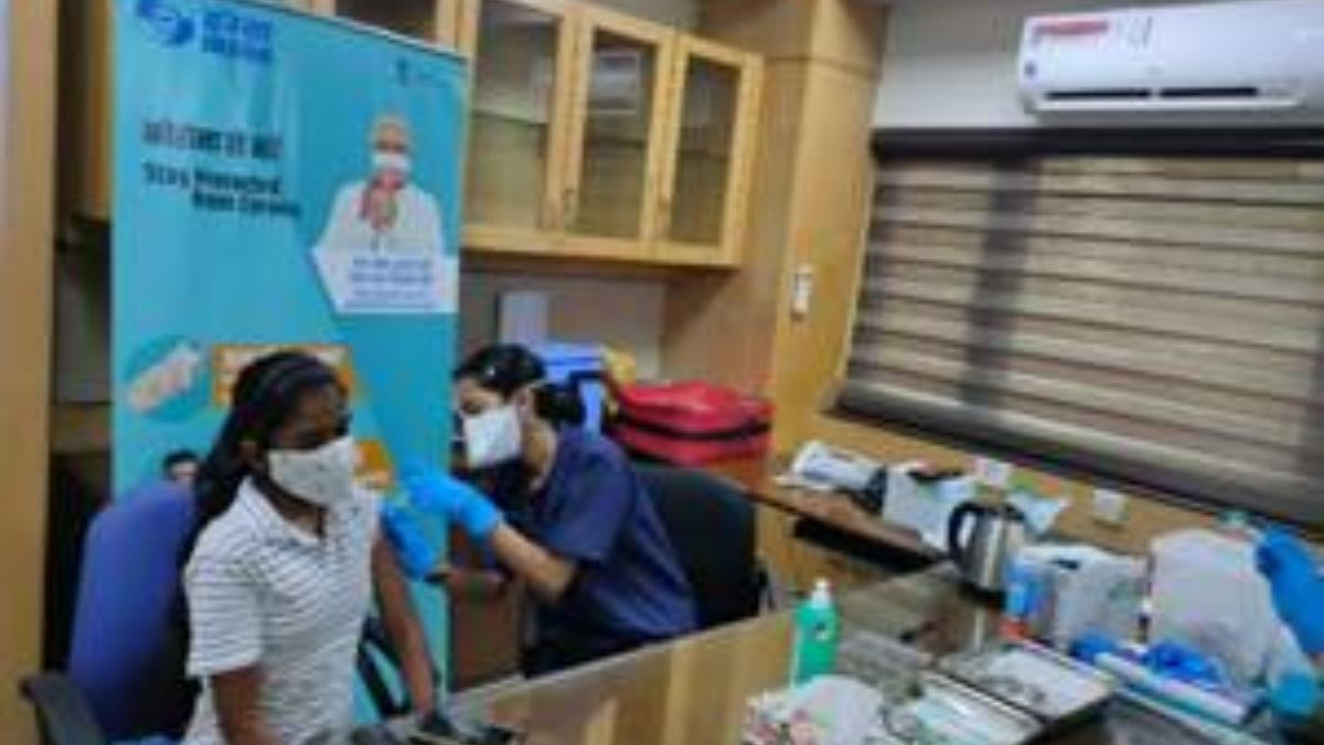 IREDA and NHPC vaccinate over 300 employees