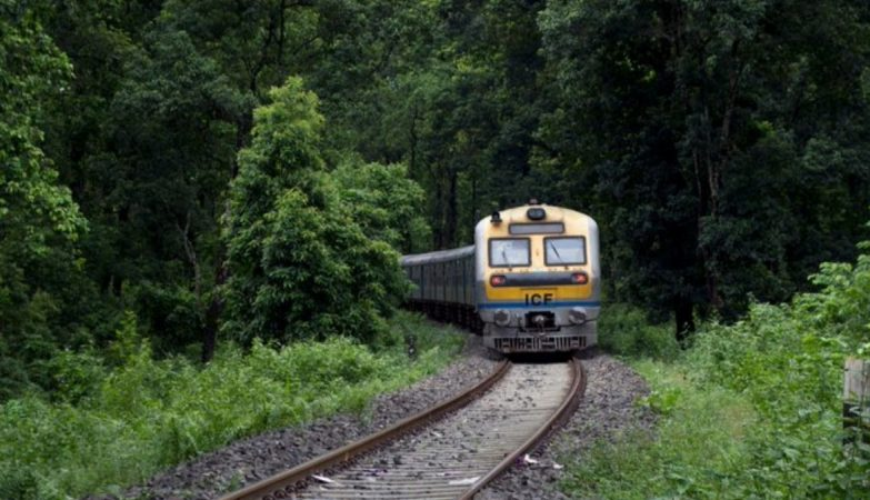 Allotment of 5 MHz spectrum in 700 MHz bands to Indian Railways