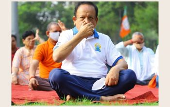 Dr. Harsh Vardhan marks International Day of Yoga by performing Yoga with the people of Delhi