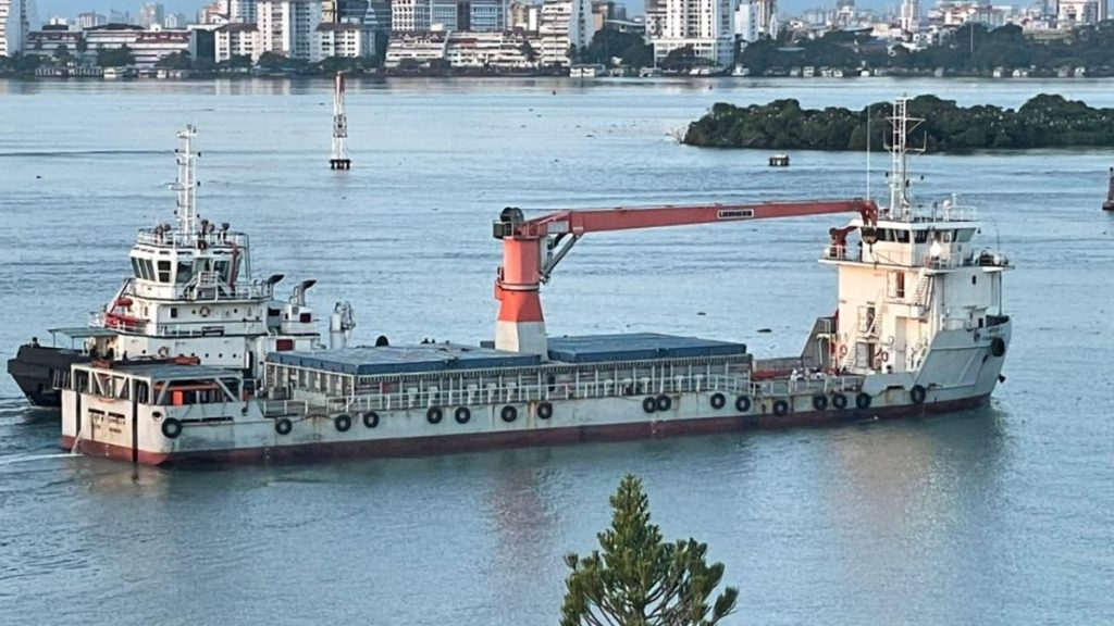 """Inauguration of the Loading Operation on Maiden Voyage of Coastal Shipping Service """"Green Freight Corridor-2"""" from Cochin Port to Beypore and Azhikkal Ports"""