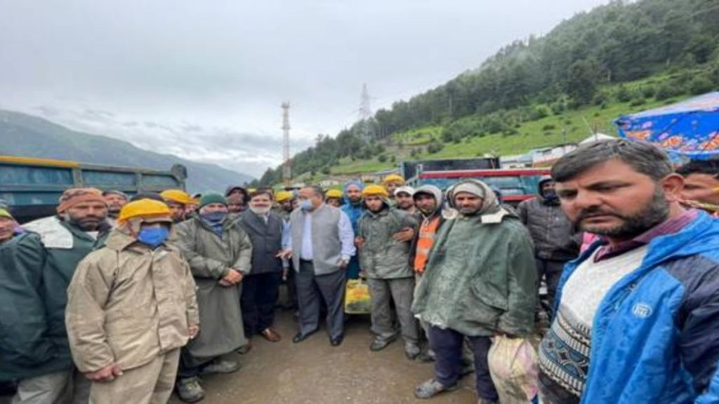 CLC reviews implementation of Labour Laws and new Labour Codes at Zojila Pass and Kargil